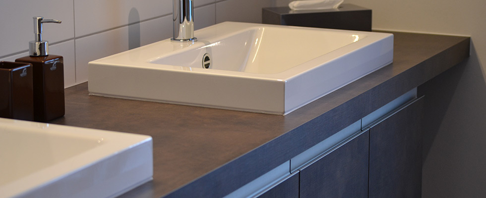 Badmöbel Mit Zwei Aufliegenden Keramik-Waschbecken