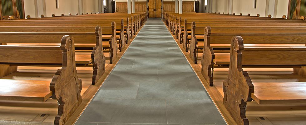Renovierte Kirchenbänke
