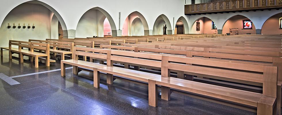 Neue Kirchenbänke