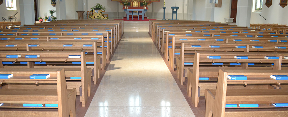 Neue Kirchenbänke In Eiche Massiv Mit Geölter Oberfläche