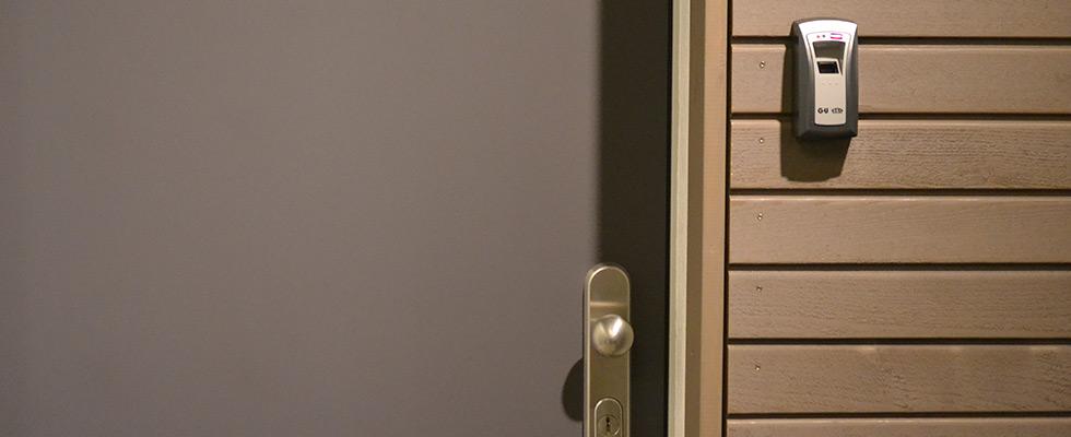 Sicherheit Durch: Türgucker, Fingerprint, Schutzschild Mit Knauf
