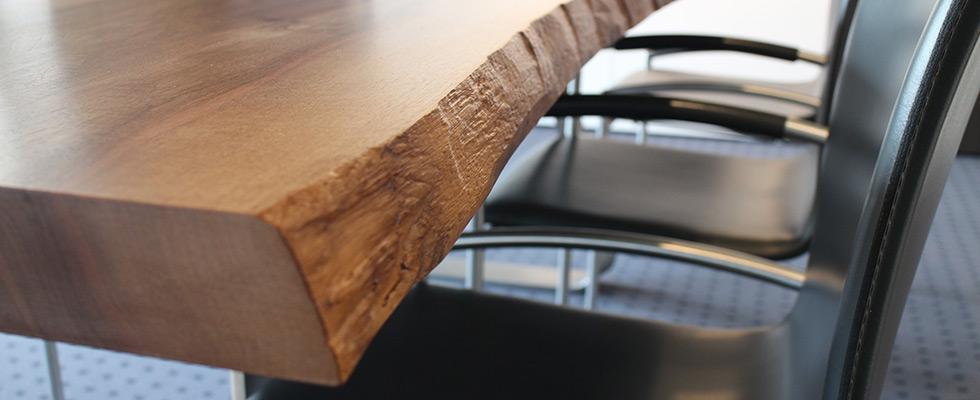 Unbesäumte Tischkanten Roh