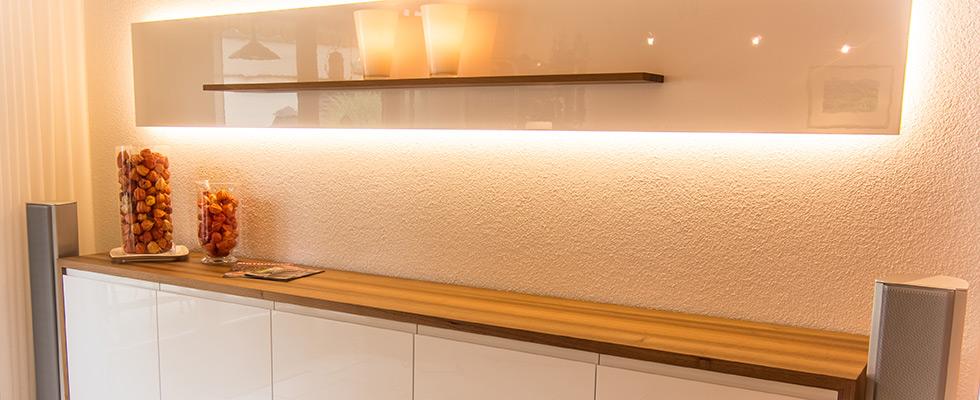 Sideboard In Nussbaum Und Weisser Hochglanzfront